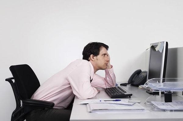 Ngồi làm việc sai tư thế có thể khiến bạn bị liệt vĩnh viễn